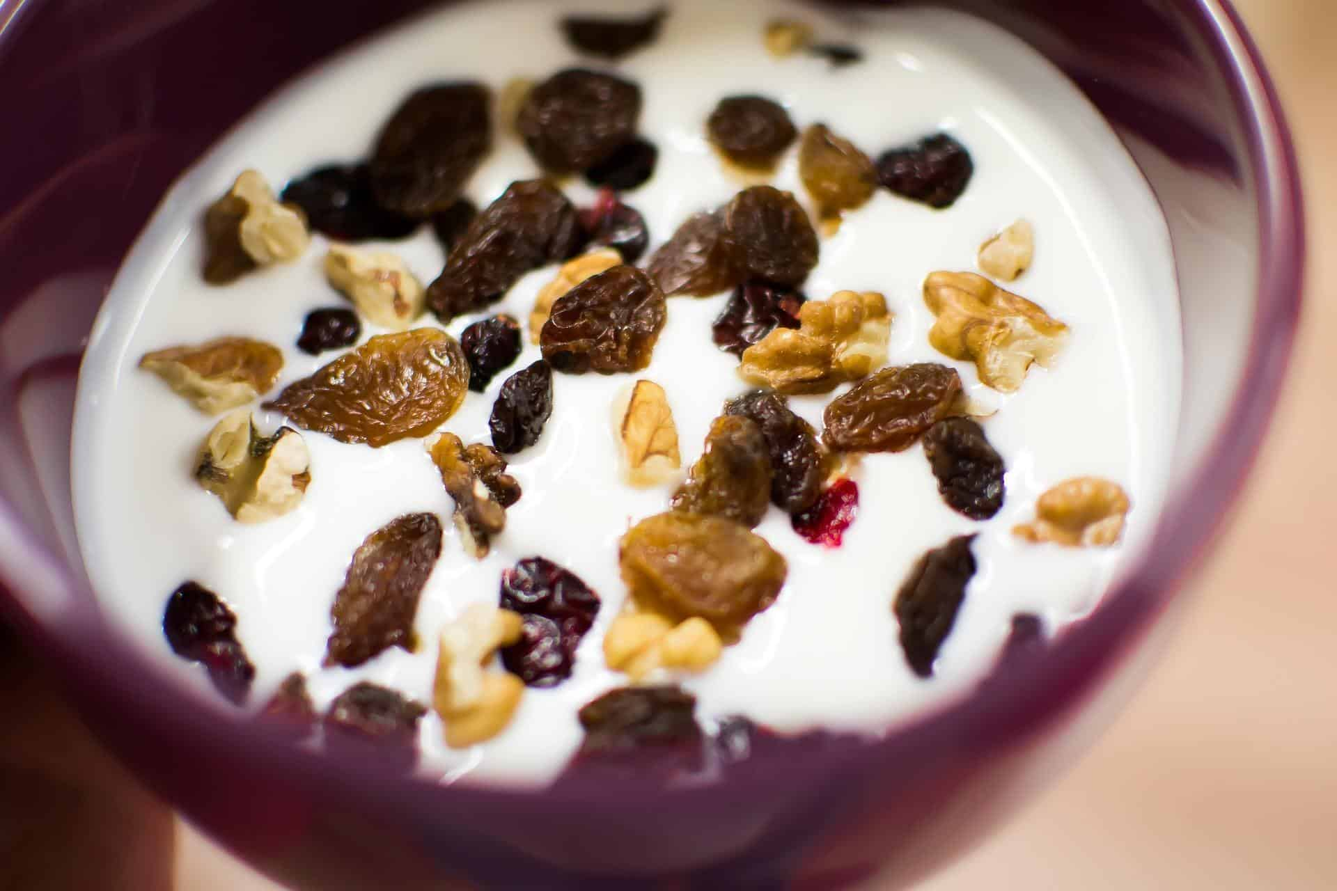 Yoghurt naturally helps to reduce hunger